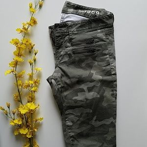 Gap camo denim jean